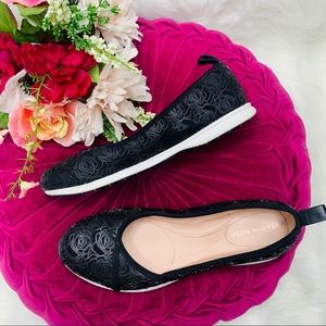 NWOT Taryn Rose Black Luxury Slip On Sneaker (9)
